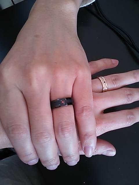 結婚指輪を指につけたお写真を頂きました