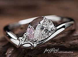 婚約指輪オーダーはゆりの花とイニシャルを入れたペアシェイプダイヤ