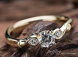 婚約指輪はオーダーメイドで18金素材の音符デザイン