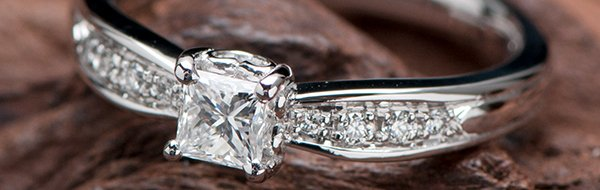婚約指輪・エンゲージリングの写真