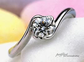 ラウンドのダイヤを使ったやさしいオーダーメイドのエンゲージリング(婚約指輪)が出来上がりました。(指輪No.104)