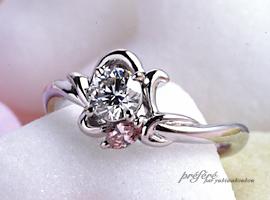 ラウンドダイヤのオーダーメイドのエンゲージリング(婚約指輪)は、ピンクのダイヤを使って出来上がりました。(指輪No.120)