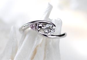 優しさ溢れるオーダーメイドのエンゲージリング(婚約指輪)(指輪No.28)