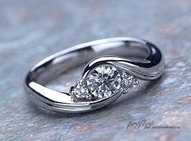 ラウンドブリリアントのダイヤで、オーダーメイドのエンゲージリング(婚約指輪)をお作りしました。(指輪No.147)
