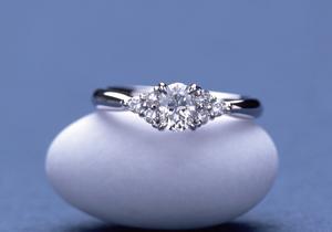 オーバルカットのダイヤでオーダーメイドのエンゲージリング(婚約指輪)を作りました。(指輪No.30)