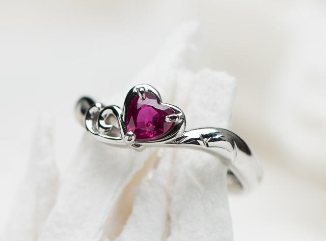 ハートルビーと二人の想い出の国見岳モチーフの婚約指輪のオーダー(指輪No.7355)