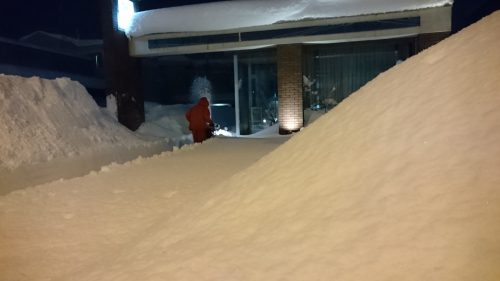 ゆびわ工房駐車場の除雪中