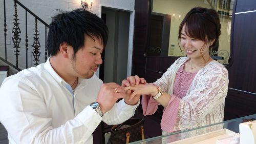 薔薇モチーフの結婚指輪とお二人