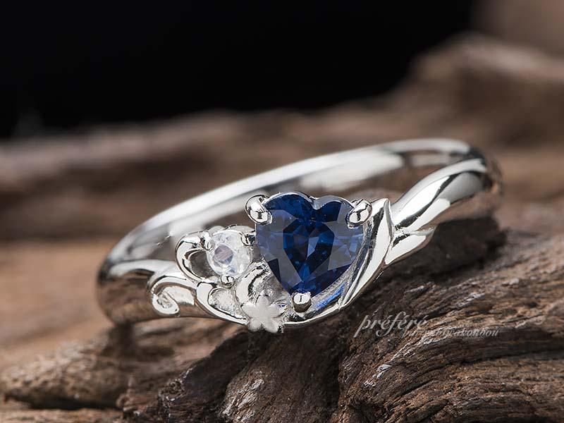 ハートのサファイアと人形姫イメージの婚約指輪