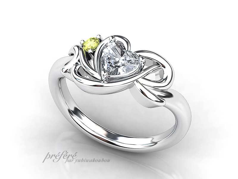 オーダーメイドの婚約指輪にハートダイヤとイニシャルを入れたプロポーズリング