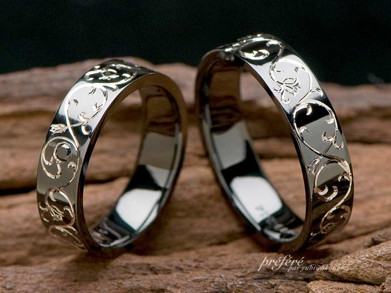 ブラック仕上げリングをセットするオーダーメイドの結婚指輪