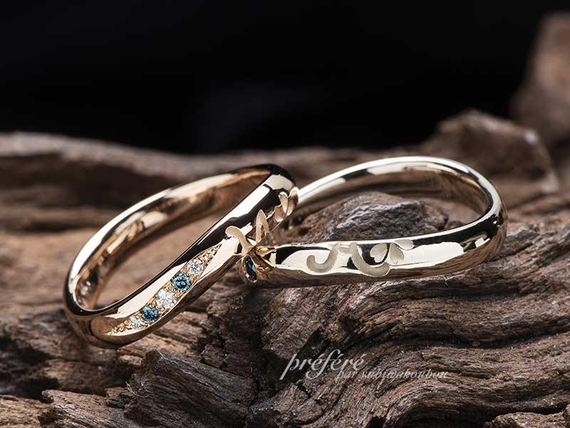 イニシャルと桜花モチーフの結婚指輪