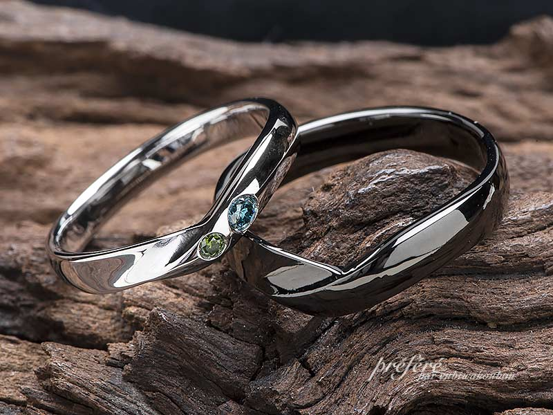 シンプル&ブラック仕上げの結婚指輪