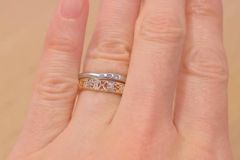 スイートテンリングと結婚指輪を重ね着け