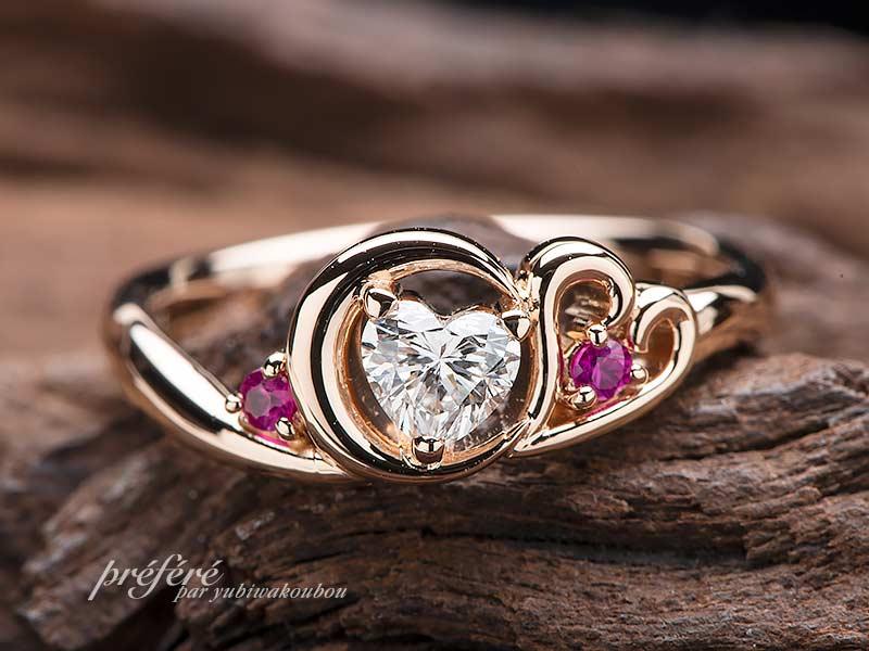 セーラームーンをイメージした三日月モチーフの婚約指輪