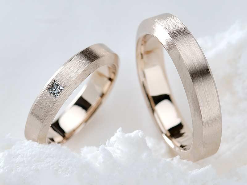 ヘアライン仕上げをした結婚指輪