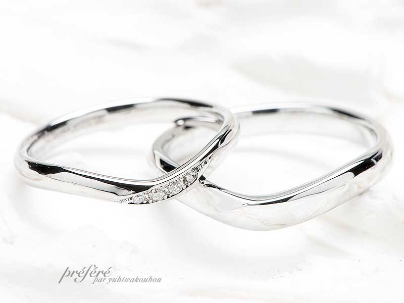 V字形状の結婚指輪