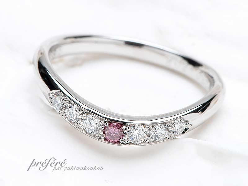 ダイヤを埋め込んだデザインの結婚指輪
