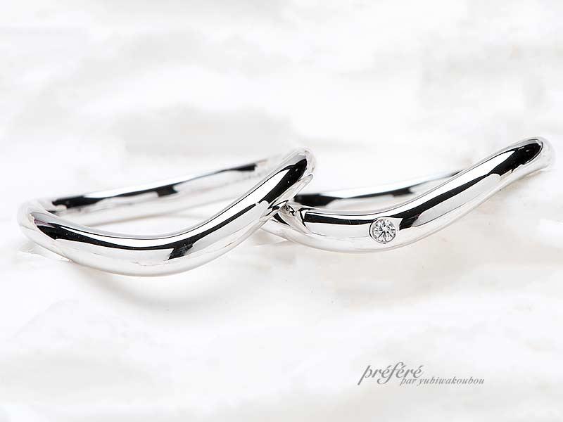 S字形状をしたデザインの結婚指輪