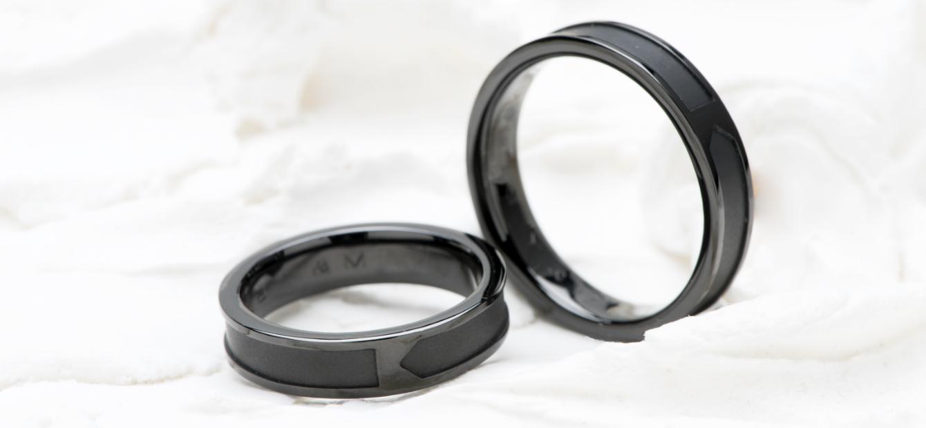 ブラック仕上げの指輪の画像