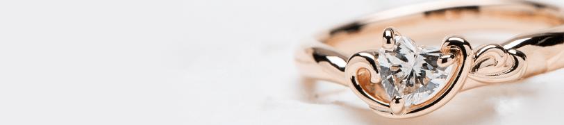 ピンクゴールドの婚約指輪の画像