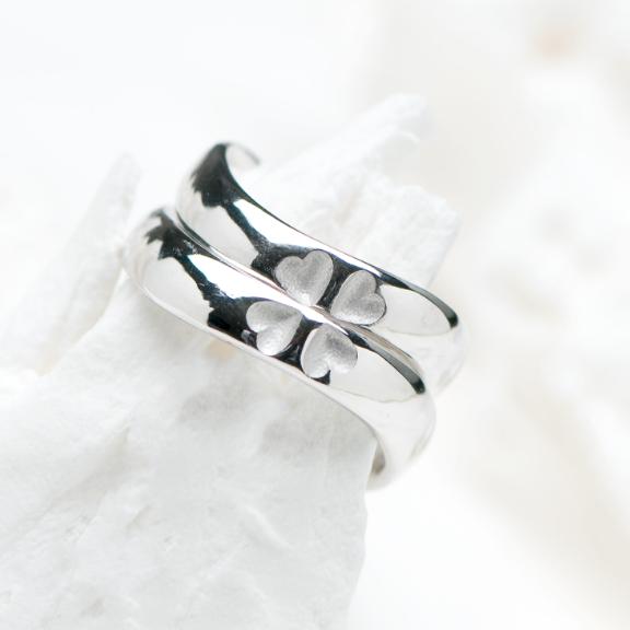 四つ葉のクローバーモチーフの指輪