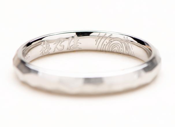 結婚指輪の内側に英語のメッセージを刻印
