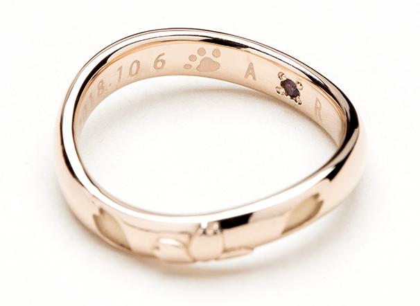 結婚指輪の内側に犬や猫などのペットの肉球を刻印