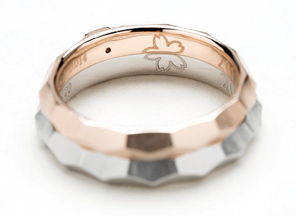 結婚指輪を合わせると桜になる刻印