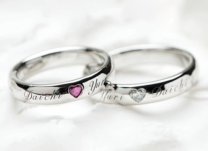 表面に名前を彫った結婚指輪