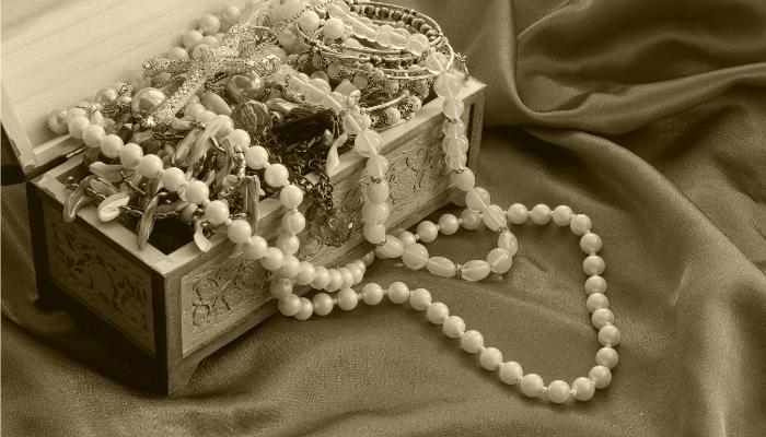 真珠とアクセサリーの画像