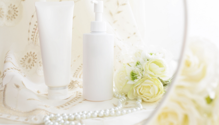 真珠と化粧品の画像