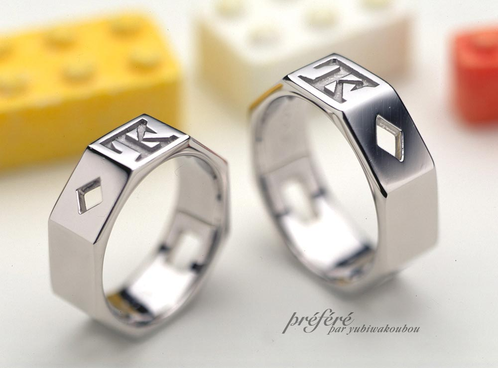 イニシャルとひし形空間 8角形の結婚指輪をオーダーメイド