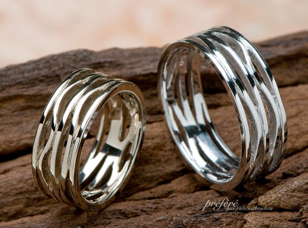 イニシャルが隠れている結婚指輪