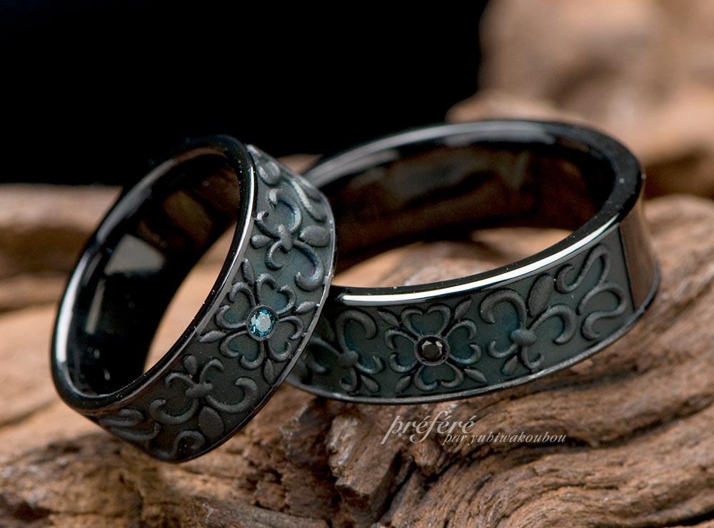 幸せ四つ葉とゆりの紋章の渋かっこいいブラック仕上げの結婚指輪はオーダーで(指輪No.793)