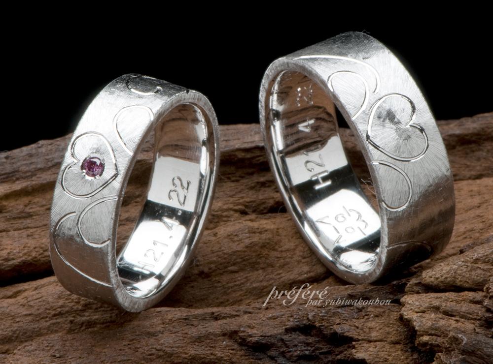 結婚指輪のオーダーはテクスチャーに四つ葉のクローバーを手彫りしました(指輪No.1088)