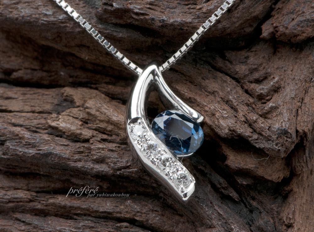 サファイアのリメイクは、オーダーでペンダントにダイヤを入れプラチナ素材でお作りしました。(指輪No.3505)