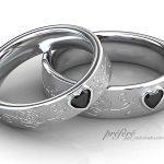 つや消し仕上げに薔薇を手彫りした結婚指輪はオーダー