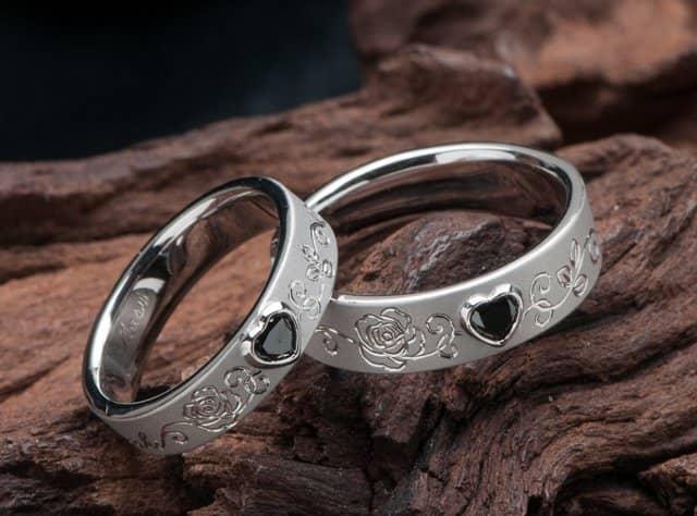 ハート形ブラックダイヤ 薔薇モチーフ 結婚指輪オーダー