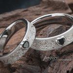 ハート形ブラックダイヤと薔薇モチーフの結婚指輪はオーダー