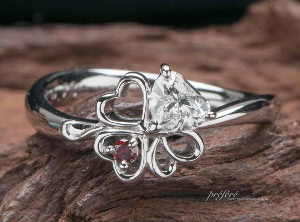 婚約指輪はハートダイヤと四つ葉と彼のイニシャルを入れてオーダーメイド(指輪No.6956)