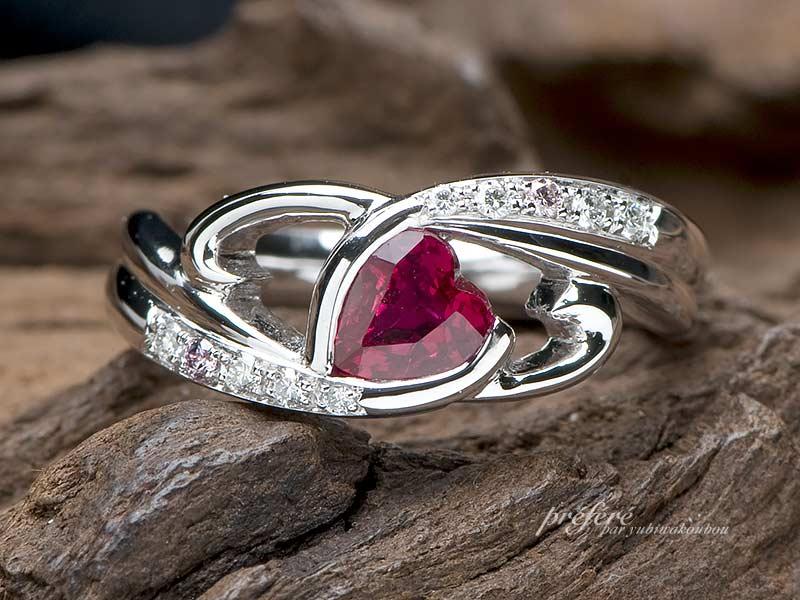 誕生石のハート型ルビーをいれた婚約指輪
