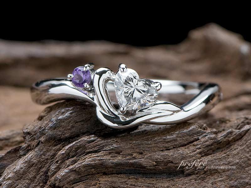 ハートダイヤにアメジストを添えた婚約指輪