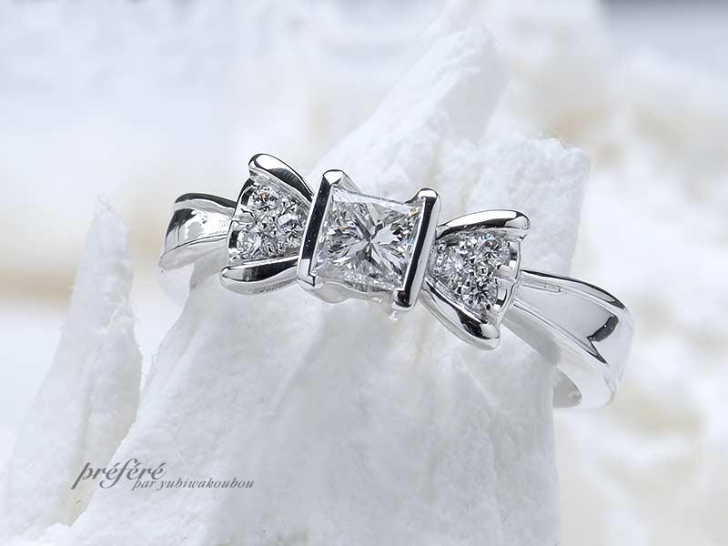 プリンセスカットダイヤの婚約指輪