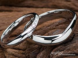イニシャルと山と朝日デザインの結婚指輪  イニシャル,山,朝日,結婚指輪,オーダーメイド