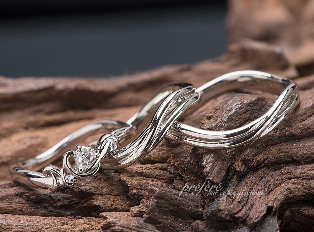 ペアシェイプダイヤの婚約指輪と結婚指輪をオーダーメイドのセットリング