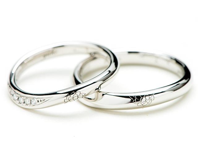 """二人のリングを重ね合わせると""""ダリアの花""""になる結婚指輪"""