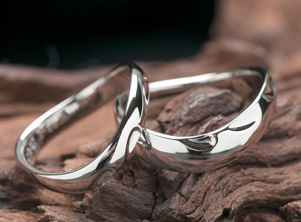 ハートを3つデザインした結婚指輪
