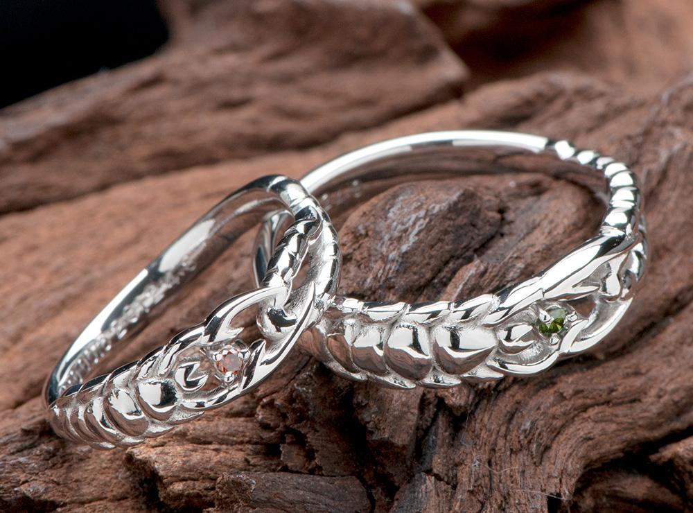 結婚指輪は二人の星座のさそりモチーフ