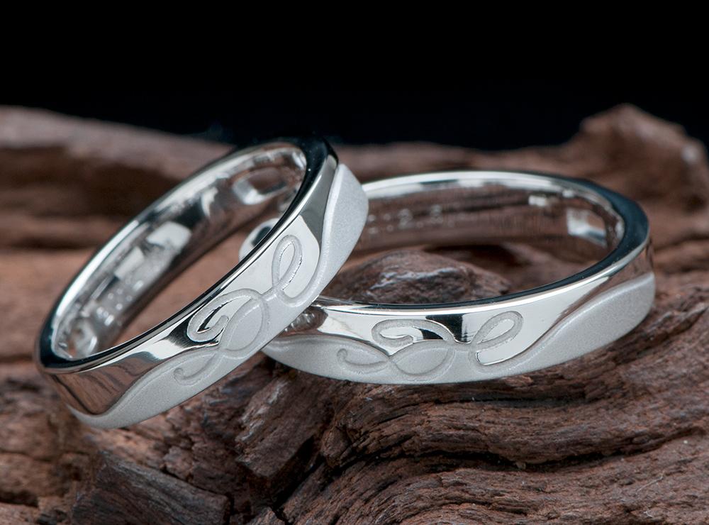 二人のイニシャルを入れた結婚指輪のオーダーメイド